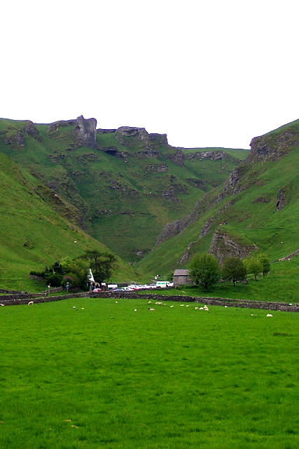 Caves in Castleton - Speedwell cavern at the foot of Winnatts Pass